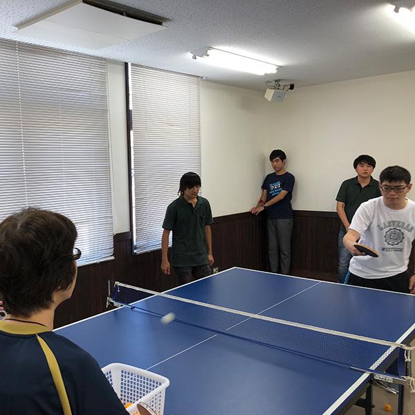 コーチ・支援員による卓球プログラム